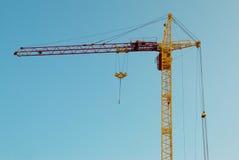 Guindaste e construção do edifício. imagem de stock