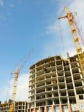 Guindaste e edifício de construção Imagem de Stock Royalty Free