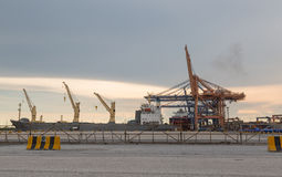 Guindaste no porto marítimo Imagem de Stock