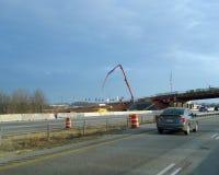 Guindaste noroeste de Fayetteville, Arkansas, Arkansas, construção de estradas Fotografia de Stock Royalty Free