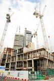 Guindastes altos que constroem a cidade Fotografia de Stock Royalty Free