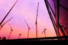 Guindastes de construção no alvorecer Fotografia de Stock Royalty Free