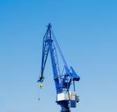 Guindastes do porto com céu azul Fotografia de Stock Royalty Free