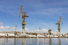 Guindastes do porto em Gdansk poland imagem de stock