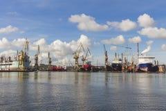 Guindastes do porto em Gdansk poland imagens de stock