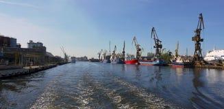 Guindastes do transporte em imagens do estoque de Gdansk imagens de stock royalty free