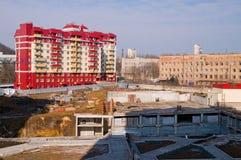 Guindastes e construção de edifício Imagens de Stock