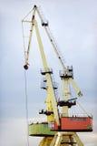 Guindastes industriais do transporte para recipientes Foto de Stock