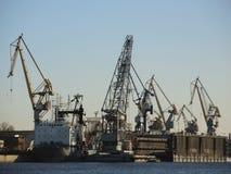 Guindastes industriais em Rússia Imagens de Stock
