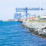 Guindastes no canal do porto Imagem de Stock