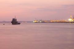 Guindastes no porto Fotografia de Stock Royalty Free