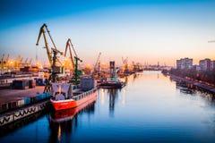 Guindastes no porto Imagens de Stock