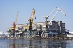Guindastes no porto Fotografia de Stock