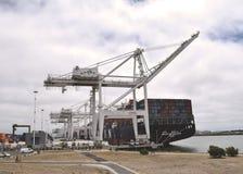 Guindastes no porto da jarda de envio de Oakland Foto de Stock