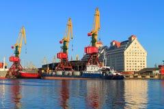 Guindastes portais e navios Foto de Stock Royalty Free