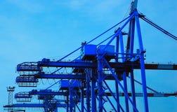 Guindastes portuários fotografia de stock