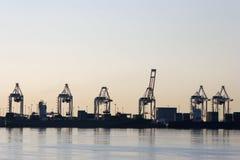 Guindastes portuários do recipiente imagem de stock