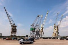 Guindastes velhos no porto de Antuérpia, Bélgica Imagem de Stock