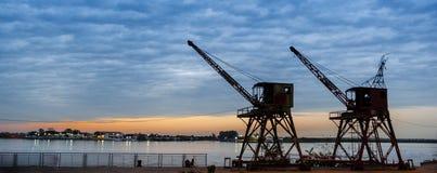 Guindastes velhos no porto deficiente no ³ n de Asuncià - Paraguai imagem de stock royalty free