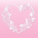 Guirlande à jour des fleurs sous forme de coeur Calibre de coupe de laser Photo stock