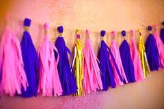 Guirlande colorée de gland Décoration pour l'anniversaire carnaval de concept Image libre de droits