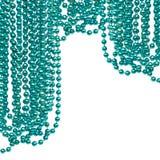 Guirlande de fête d'isolement sur le fond blanc Perle bleue accrochante Photos libres de droits
