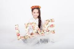 Guirlande de fiancée de jour de valentines d'amour d'enfant de fille Images libres de droits