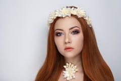 Guirlande de fleur de femme images libres de droits