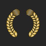 Guirlande de laurier de récompense d'or sur le fond foncé Photo libre de droits