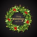 Guirlande de Noël avec le houx, lumières rougeoyantes Photographie stock libre de droits