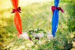 Guirlande des fleurs sous forme de coeur Photos stock