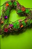 Guirlande faite main en bois dans une forme de coeur Image libre de droits