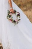 Guirlande, jeune mariée de main Images libres de droits