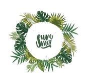 Guirlande ou guirlande circulaire faite en feuilles de palmier ou feuillage des plantes tropicales et de l'été de lettrage à l'in illustration libre de droits