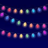 Guirlande réaliste de lanterne sur le fond foncé de ciel nocturne Image stock