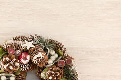 Guirlande sensible de Noël des cônes de pin Photo libre de droits