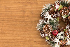 Guirlande sensible de Noël des cônes de pin Photos stock