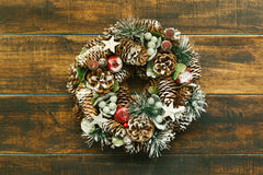 Guirlande sensible de Noël des cônes de pin Photographie stock