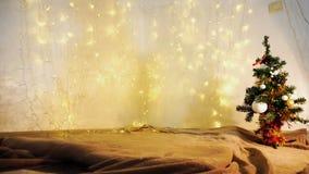 Guirlandes de scintillement et arbre de Noël jaunes Photographie stock