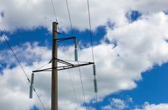 Guirlandes des isolateurs sur le poteau de puissance Photos libres de droits