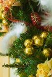 Guirnalda adornada con las flores, la Navidad del Año Nuevo y de la Navidad Imagenes de archivo