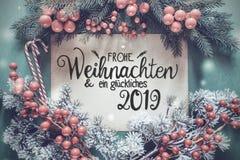 Guirnalda de Chrismtas, caligrafía alemana Glueckliches 2019 medios 2019 feliz foto de archivo