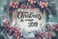 Guirnalda de Chrismtas, Feliz Navidad de la caligrafía y un 2019 feliz fotos de archivo