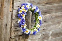Guirnalda de cornflowers azules Fotos de archivo libres de regalías