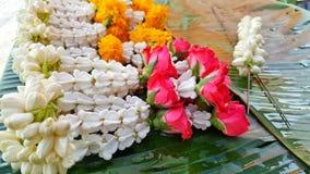 Guirnalda de flores frescas Imágenes de archivo libres de regalías