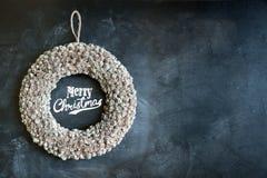Guirnalda de la Feliz Navidad fotografía de archivo libre de regalías