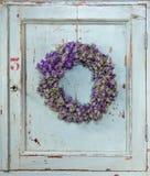 Guirnalda de la flor con lavanda imagen de archivo libre de regalías