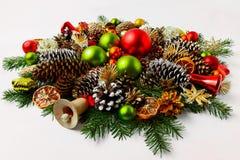 Guirnalda de la Navidad con el cascabel de madera, espacio de la copia Imagen de archivo