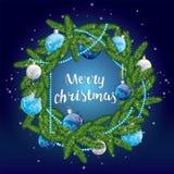 Guirnalda de la Navidad con las bolas rojas Enhorabuena Nuevo Year& x27; s y la Navidad Foto de archivo libre de regalías