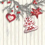 Guirnalda de la Navidad con tres decoraciones en el fondo de madera blanco, ejemplo libre illustration